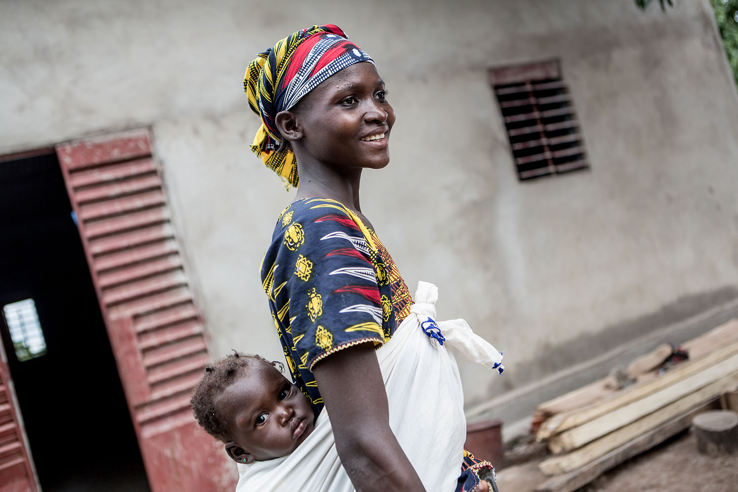 Madama Togola (21 years) and baby Maimouna (11 months) RELEASED. Madama never attended school, her parents discouraged her eduaction. She was married by the age of twenty. The marriage was arranged by her parents. UNICEF continues to engage in community