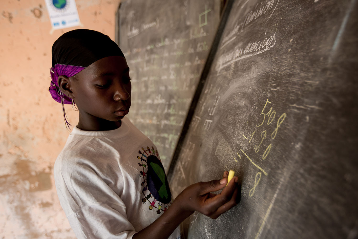 Adeoula, 12 years old (RELEASED) completes a mathematics problem on the black board in the classroom, of the Accelerated Learning Centre of Bourougoundye, Gao where ongoing conflicts in the northern regions of Mali continue to have devastating effects edu