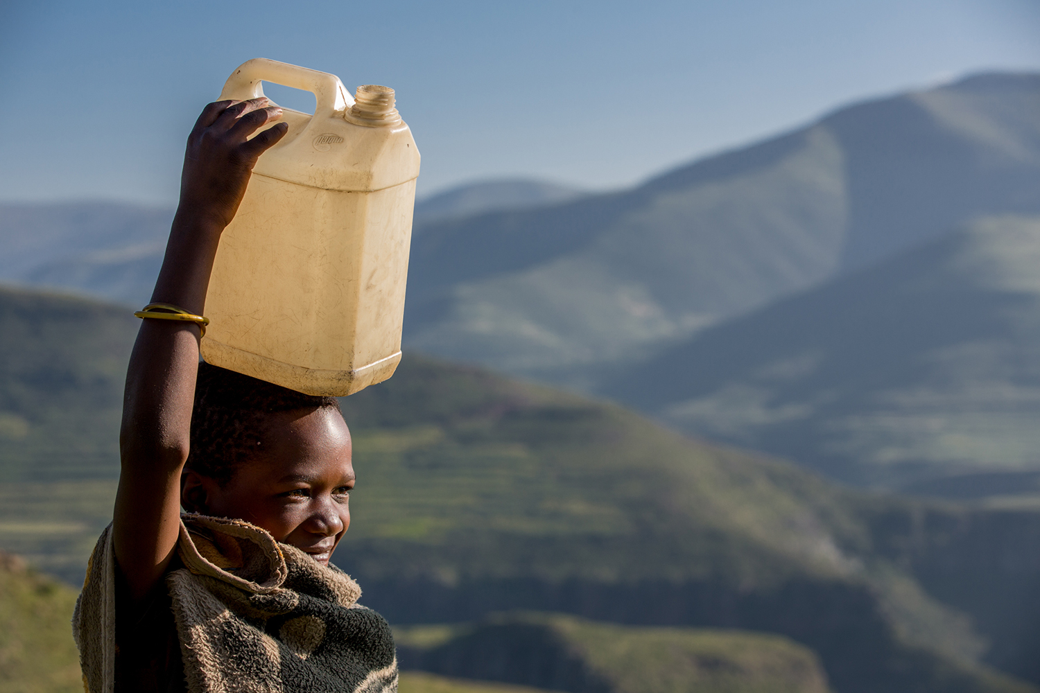 Botomelo Moahlodi (9yrs) collects water from their nearest well point in the Ha Khapiso Village, Lesotho (UNICEF/Schermbrucker)